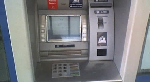 5 semne că tastatura de la bancomat este falsă